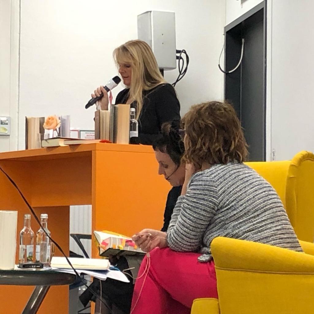 Anna Maria Weber liest aus der deutschen Übersetzung von Die Jakobsbücher