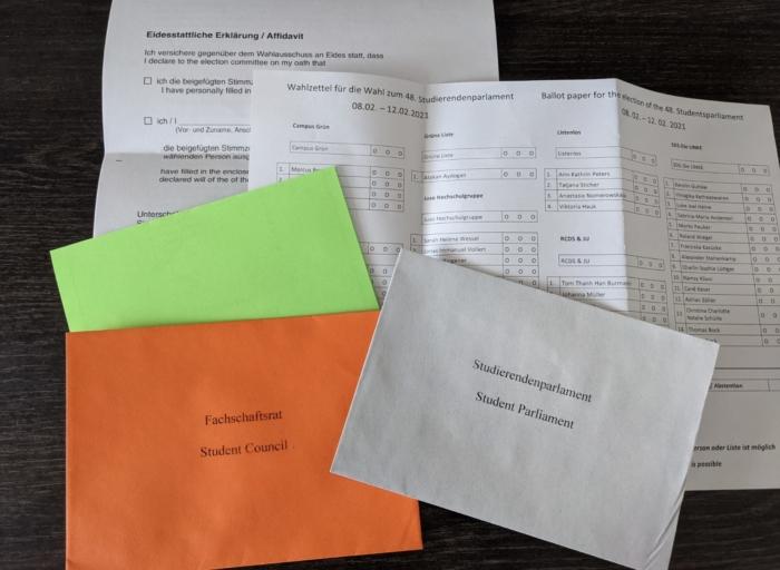 Die Briefwahl-Unterlagen zur StuPa-Wahl 2021. Foto: Radius 92.1